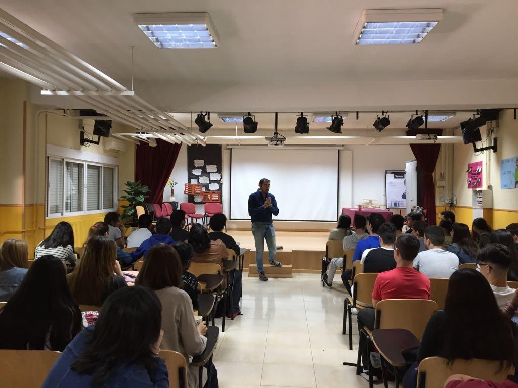 Visita del escritor Fernando J. López 3