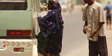 Gente subiendo al autobús, Rep. de Djibouti, áfrica