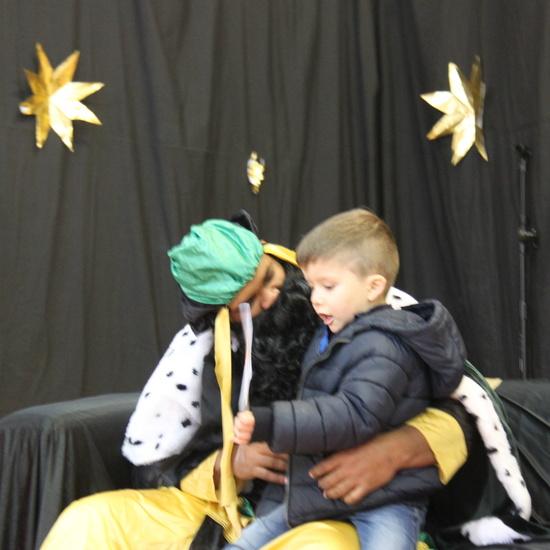 Visita de sus Majestades los Reyes Magos al colegio Luis Bello en moto 2018 48