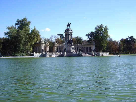 El Retiro, Monumento a Alfonso XII y estanque
