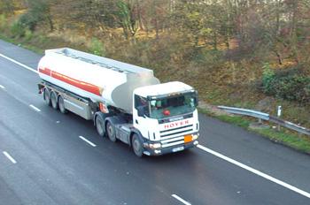 Camión de transporte de petróleo