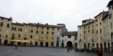 Plaza del Anfiteatro, Lucca