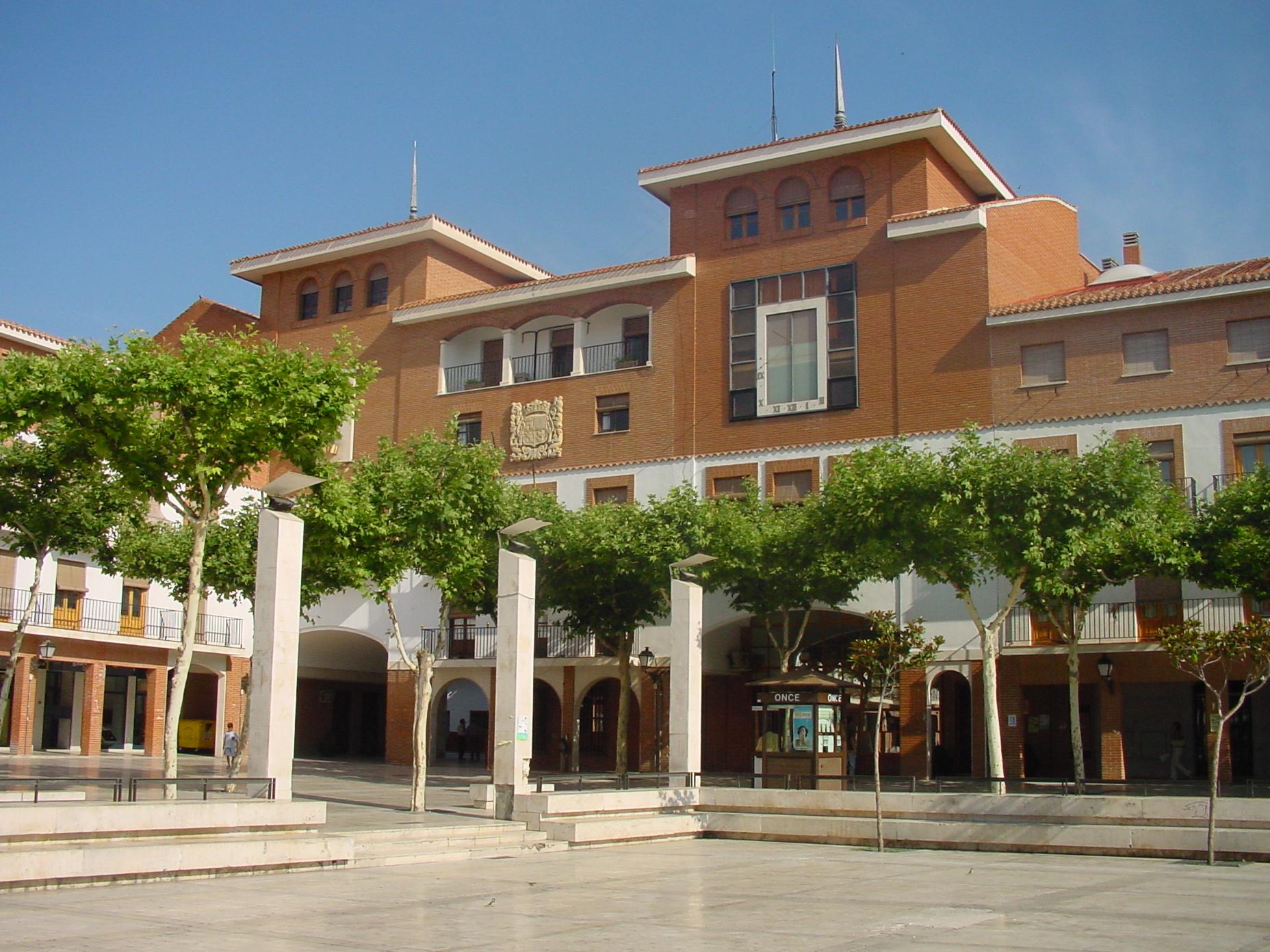 Parque y edificio en Torrejón de Ardoz