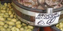 Aceitunas y anchoas del Mercado de abastos de Sao Paulo, Brasil