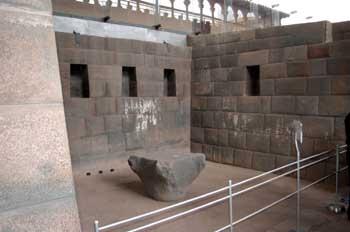 Paredes incas del palacio de Coricancha en Cuzco, Perú