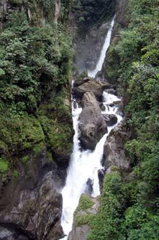 Cascada Pailón del Diablo en la Vía Baños en Puyo, Ecuador