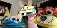 """Marionetas que hablan del cuento """"la caja de los agujeros"""""""