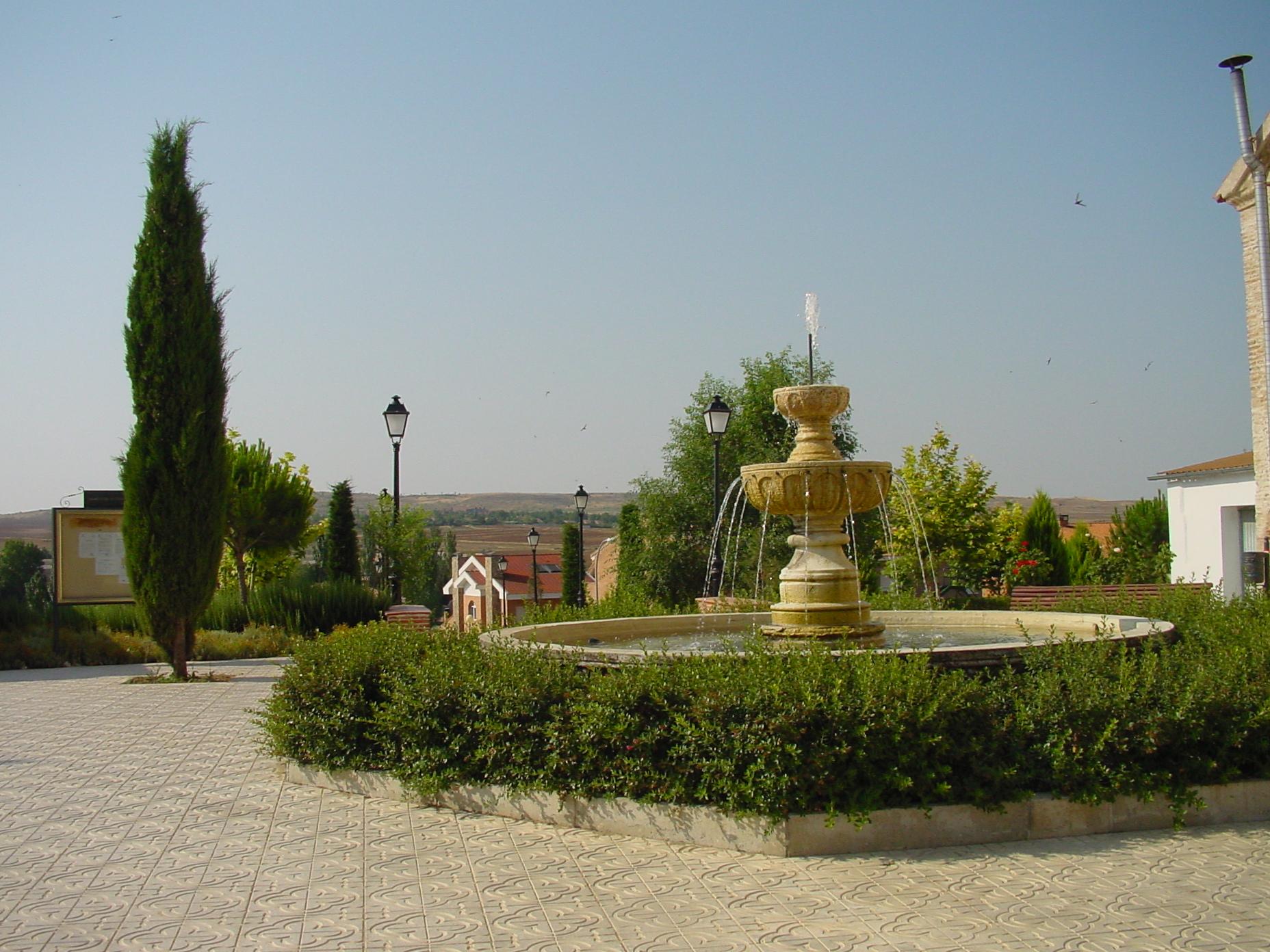 Plaza con fuente en Valdeolmos