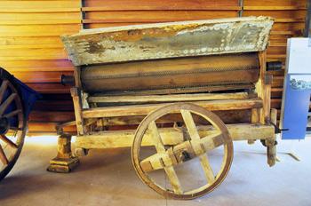 Aperos agrícolas: Máquina de desgranar y limpiar cereales, Museo