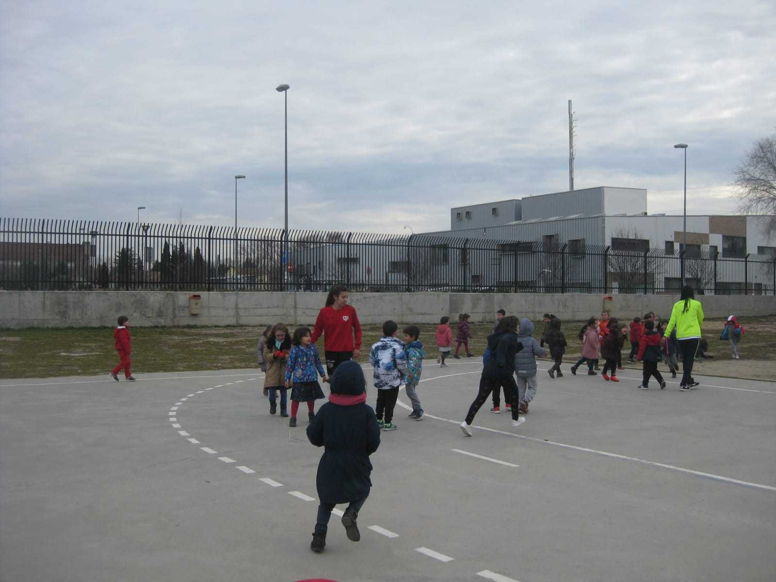 "Fútbol ""femenino"" en el CEIP Dulcinea 2"
