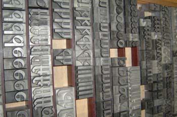 Tipos de plomo para composición tipográfica