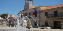 Ayuntamiento y fuente en Moralzarzal
