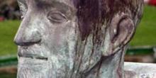 Busto del Padre Donostia, Plaza de España, San Sebastián