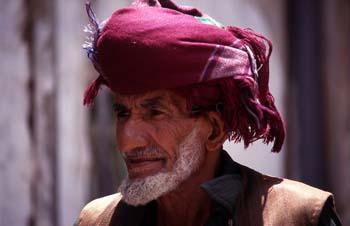 Retrato de hombre con turbante en Sanaa, Yemen