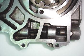 Bomba de aceite de engranajes internos. Detalle de válvula regul
