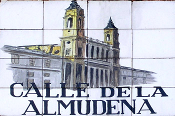 Indicativo de calle, Calle de la Almudena, Madrid