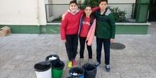 Litter Less Campaign_Masa de las papeleras de clase   3