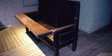Utensilios domésticos: Escaño de cocina con mesa abatible (XIX),