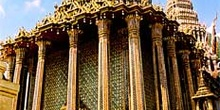 Detalle de las columnas del Wat Phra Kaew, Bangkok, Tailandia