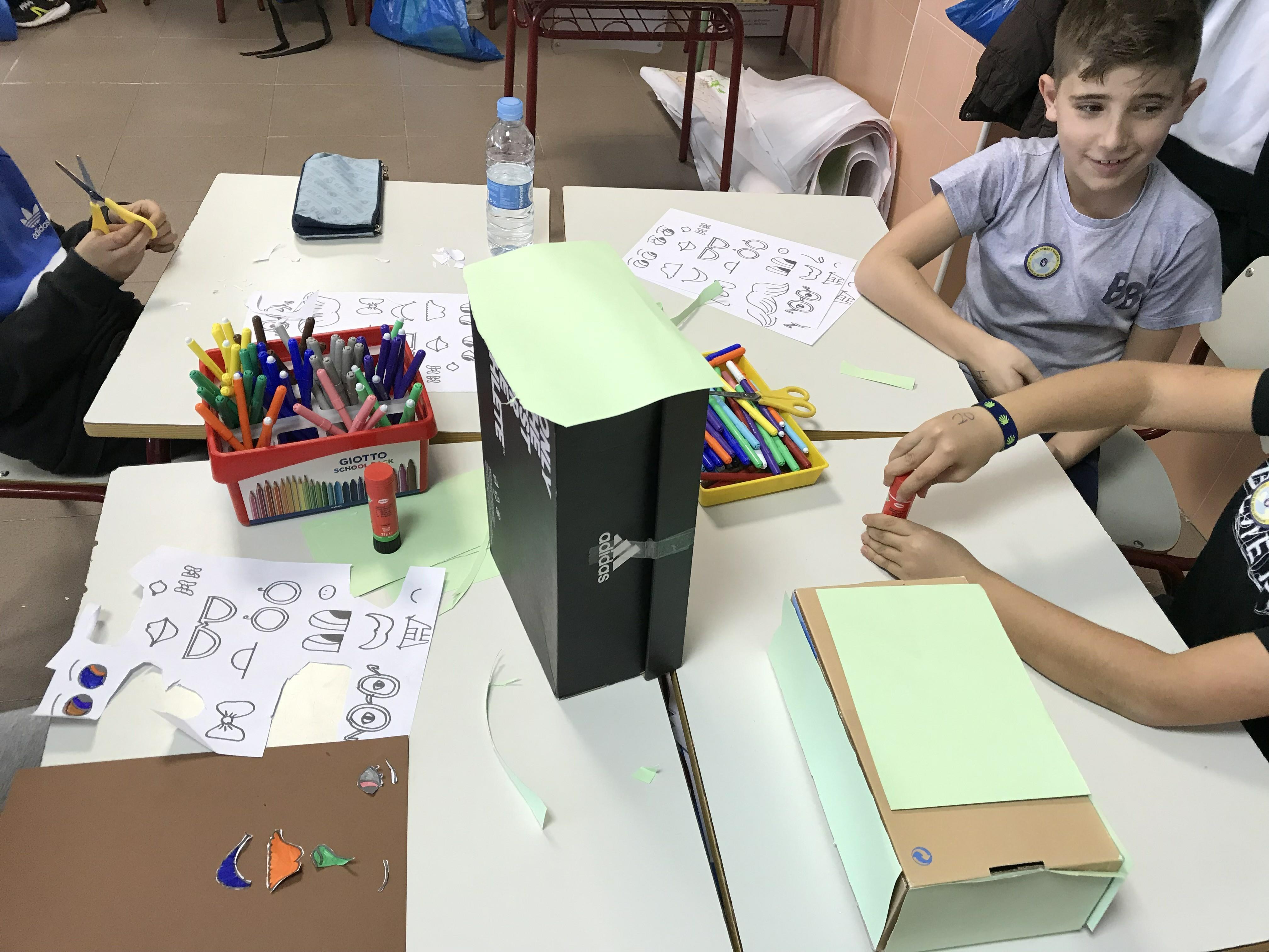 MANUALIDAD RECICLADO CAJA DE ZAPATOS - TERCERO 8