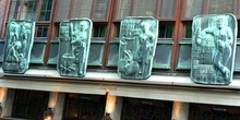 Esculturas con las diferentes fases de producción de cerveza. Ce