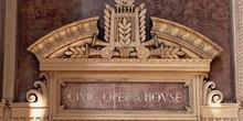 Frontón de la Civic Opera House de Chicago, Estados Unidos