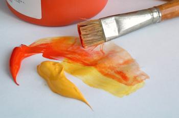 Pintura roja y amarilla