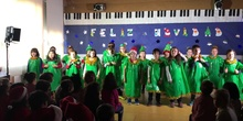2º A Dancing the Christmas tree