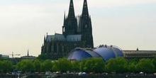 Vista desde el otro lado del Rhin de la catedral de Colonia, Ale