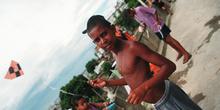 Niño juega con su cometa, Favela Juramento, Rio de Janeiro, Bras