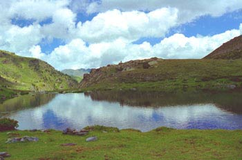 Lago en el Parque Natural de Sorteny, Principado de Andorra