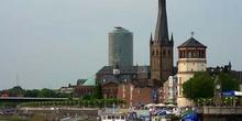 Vista del puerto fluvial de Dusseldorf, Alemania