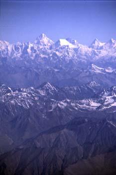 Vista aérea del Himalaya, en la región de Leh, Ladakh, India