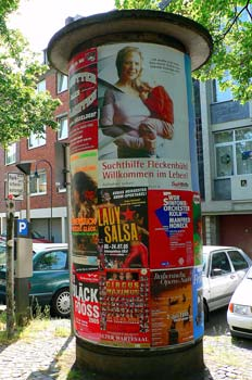 Carteles con poste de publicación, Colonia, Alemania