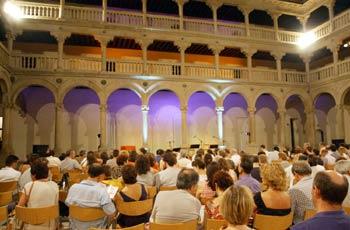 Público esperando una actuación
