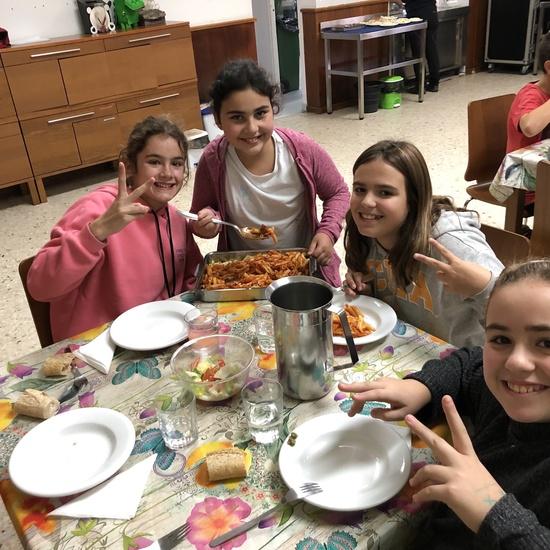 Albergue 6º - 2º día (comiendo) 2