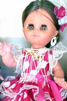 Muñeca vestida de sevillana