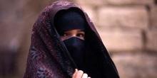 Retrato de niña con la cara cubierta, Yemen