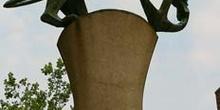 Escultura de león y ancla, símbolo de la ciudad. Dusseldorf, Ale