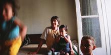 Familia en habitación, favelas de Sao Paulo, Brasil