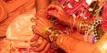 Abalorios y manos pintadas con henna