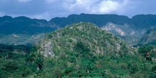 Paisaje montañoso en Cuba