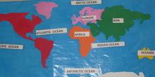 Mapa de los continentes y océanos en inglés