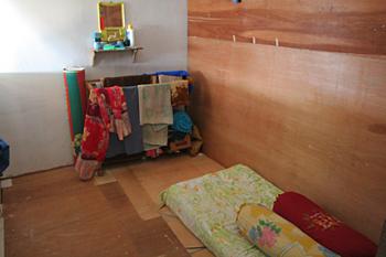 Dormitorio, campo de refugiados de Melaboh, Sumatra, Indonesia