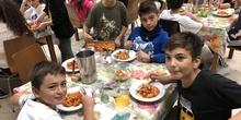 Albergue 6º - 2º día (comiendo)