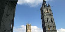 Torre Belfort con la Catedral de fondo, Gante, Bélgica