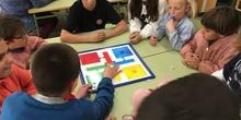 Buddies: 5 años y sexto enseñando a jugar. 6