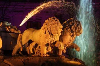 Iluminación de la fuente de Cibeles con motivo de la Boda Real