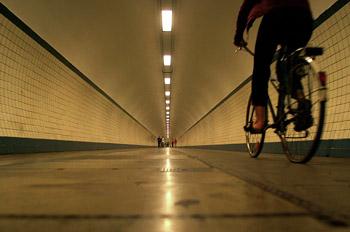Túnel peatonal bajo el río Escalda, Amberes, Bélgica