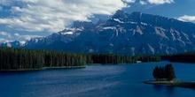 Gran río en las Montañas Rocosas